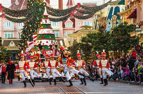 photo gallery the holidays arrive at disneyland resort