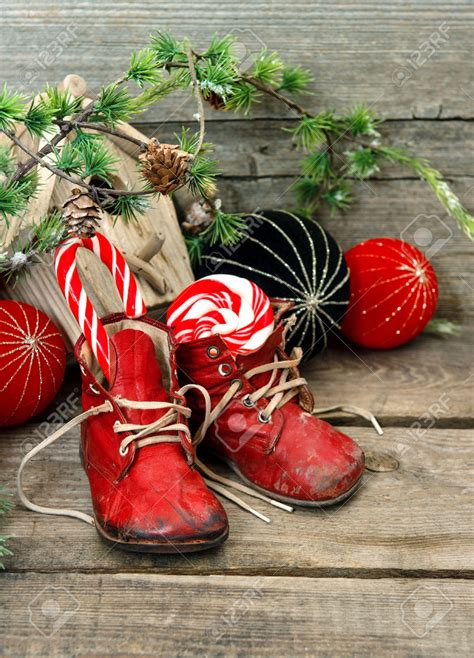 super cool christmas shoes  ways  decorate