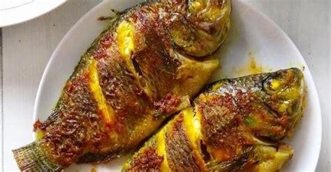 Ikan mas paling nikmat jika dimasak dengan dibakar, tentunya ada trik tersendiri cara memasak ikan dengan. 3 Resep Ikan Bakar Terlezat, Pakai Bumbu Madu agar Lebih Legit