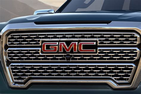 2019 Sierra Features Only One Auto-dimming Mirror