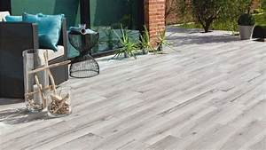 quand le carrelage trompe loeil embellit la terrasse With carrelage imitation parquet exterieur