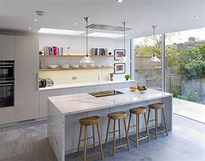 Handleless Matt Lacquer Kitchen With Oak Box Shelves