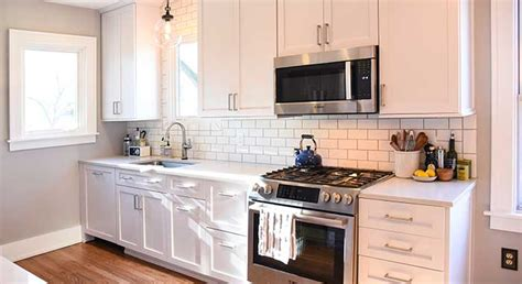 small kitchen white cabinets small kitchen renovation masterbrand cabinets 5514