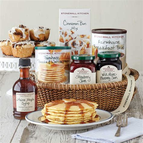 hottest gifts   stonewall kitchen  england breakfast basket  food gift