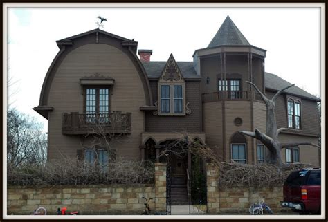 munsters house munster mansion waxahachie atlas obscura
