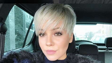 24 Short Pixie Haircuts And Styles To Choose From Easiest Hairstyles For Thick Hair How To Fix Wavy Frizzy Short Haircut Oval Face Updo Medium Length Do A High Messy Bun Long Best Hot Air Brush Styler Ballet Thin