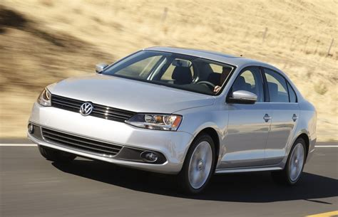 mexico october  jetta threatens tsuru  selling
