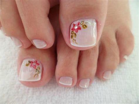 La decoración de uñas en las manos ha tomado mucho protagonismo a lo largo de los años y hoy en día existen infinidad de diseños y de maneras de decorar las uñas para que se vean hermosas para cualquier ocasión que quieras. Resultado de imagen para PINTADOS DE UÑAS BONITAS Y FACIL para pies   Uñas de los pies pintadas ...