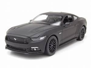 Modellauto Ford Mustang : ford mustang gt 2015 matt schwarz modellauto 1 24 welly ~ Jslefanu.com Haus und Dekorationen