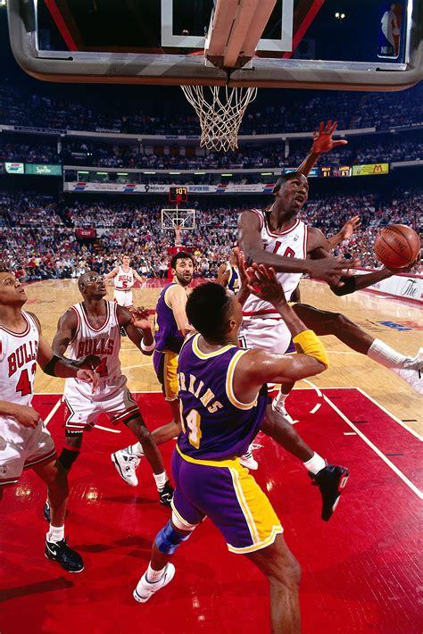 Flashback: Michael Jordan's Switch Between Hands Layup ...