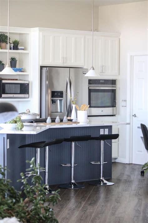 benjamin moore cabinets trim simply white island