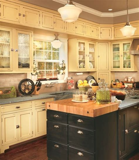 maple creek kitchen cabinets 14 best images about kitchen on shaker style 7348