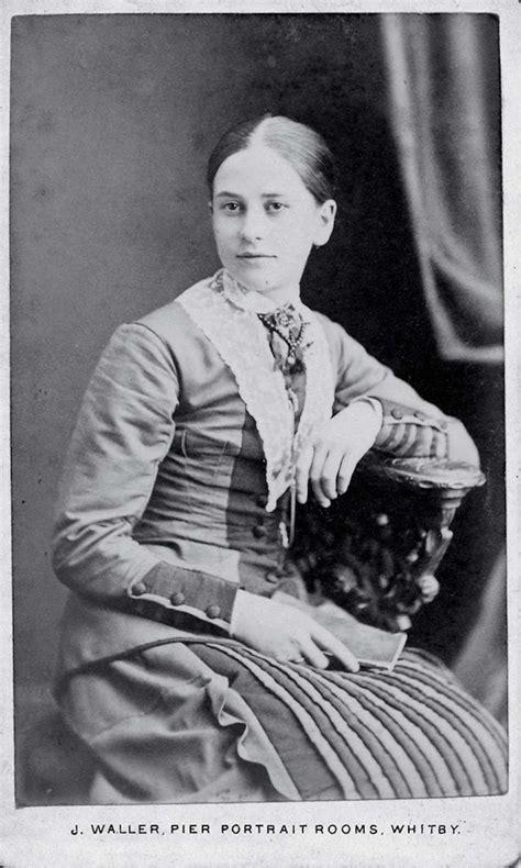 photographic portraits  victorian women