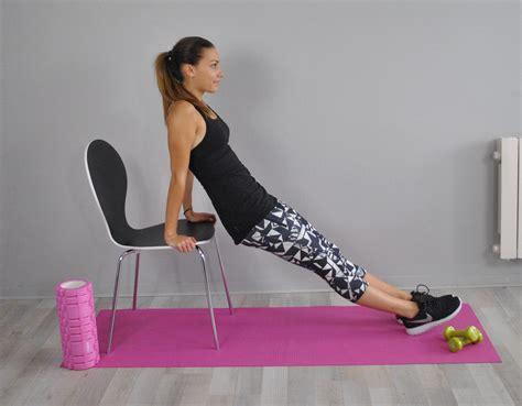 musculation avec une chaise 5 exercices de sport à faire à la maison avec une chaise