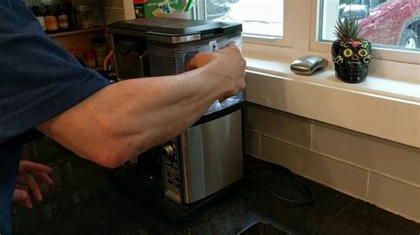 """2 dealing with a beeping coffee bar. Ninja coffee maker quick fix for """"five beeps of death"""" - YouTube"""