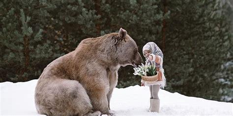 pareja rusa adopto   oso de mas de  kilos ahora el