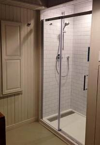 comment installer une porte de douche maison design With installer une porte de douche