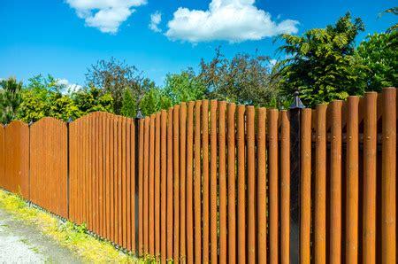 was kostet ein meter zaun setzen gartenzaun kosten im 220 berblick 2019 handwerkerkosten net