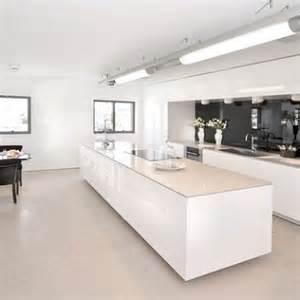 sur la table kitchen island 4 styles déco pour une cuisine blanche deco cool
