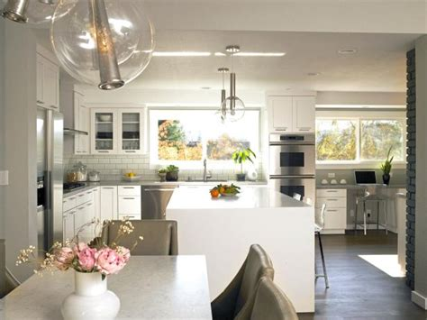 12 Modern Eat In Kitchen Designs by White Modern Eat In Kitchen With Large Island And Funky