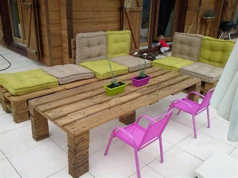 fabriquer sa table de cuisine comment avoir un salon de jardin en palettes top astuces