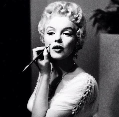 marilyns beauty mark fake
