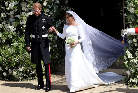 Markle Wedding Dress : Meghan Markle's Unexpected Wedding Dress Wows The Fashion