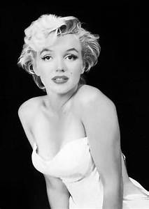Marilyn Monroe poster portrait black and from BosiDesginART on