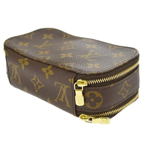 louis vuitton monogram pouch cosmetic bag tradesy