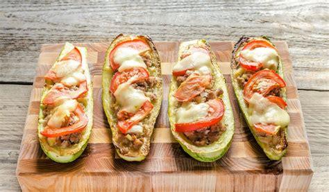 Receptes.lv - Kabaču laivas ar malto gaļu un sieru