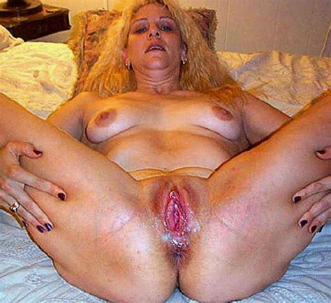 061020 Old Ugly Mature Wife Wide Open Pussy Hole Spreader