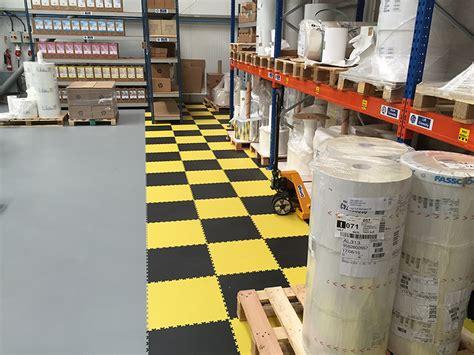 come posare un pavimento in pvc pavimento in pvc come posare un pavimento laminato senza