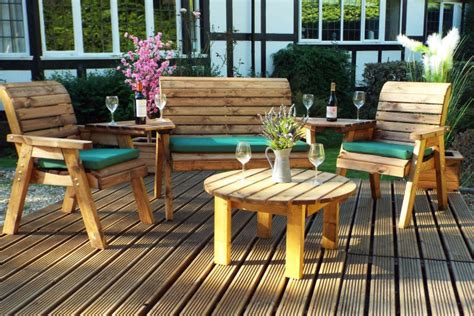 treat wooden garden furniture oiling cleaning