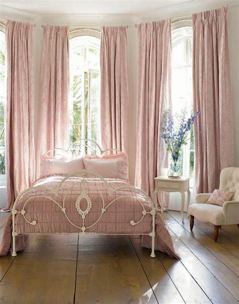 chambre a coucher en coin quelle couleur pour une chambre à coucher le secret est ici