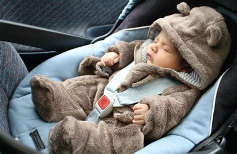 comment mettre un siege bebe dans la voiture comment faire pour installer bébé dans siège auto