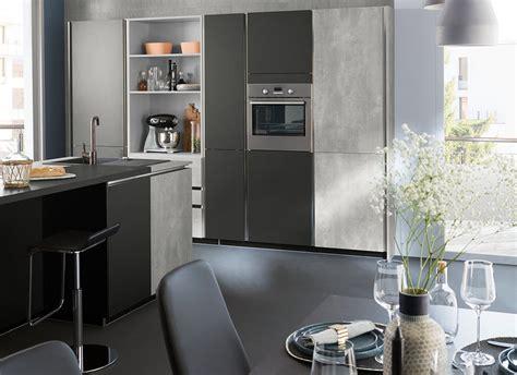 ot de cuisine cuisine moderne grise béton design en îlot ambiance fabrik