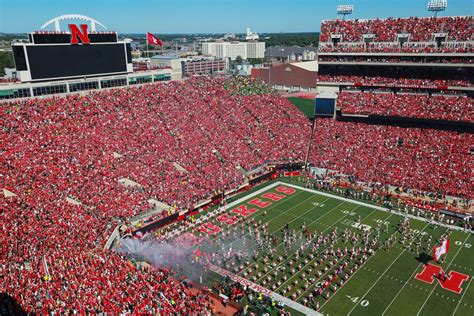 screens  nebraskas memorial stadium     sea  red   action seat