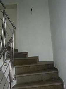 Holztreppe Streichen Welche Farbe : treppenhaus streichen welche farbe raum und m beldesign ~ Michelbontemps.com Haus und Dekorationen