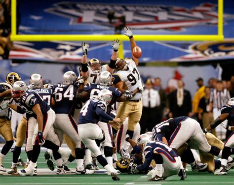 Super Bowl Xxxvi Vinatieri And Pats Beat Rams In Star