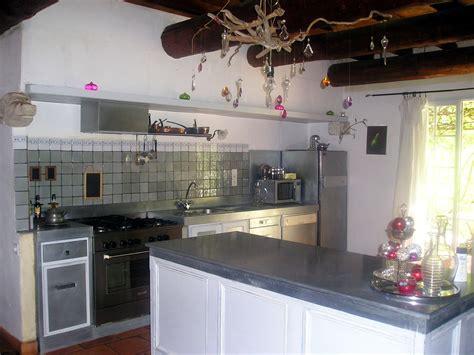 faience cuisine grise cuisine en provence photo 2 6 plans de travail en zinc faïence grise