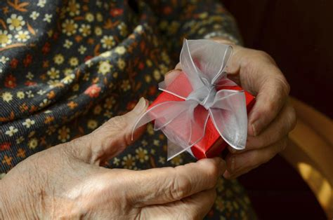 easy valentines day crafts  seniors ehow