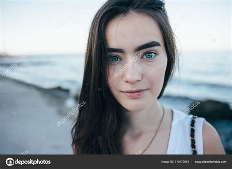 Cute Bruenette Teen