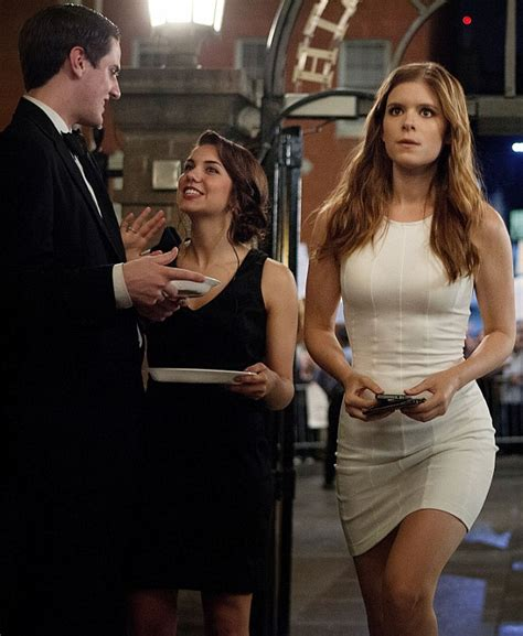 kate mara house of cards house of cards kate mara looks chic in black