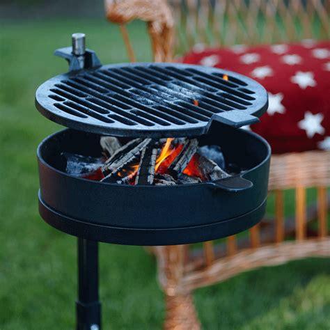mors 248 grill 71 barbecue en fonte lm30 lifestyle tenue d jardin
