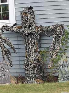 halloween house decorations outside – creepy tree