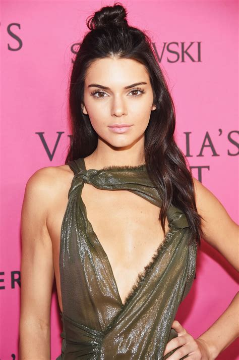 Kendall Jenner Style, Clothes, Outfits and Fashion ...