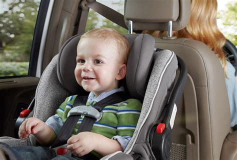 siege b b voiture 9 astuces pour voyager tranquille avec un bébé en siège