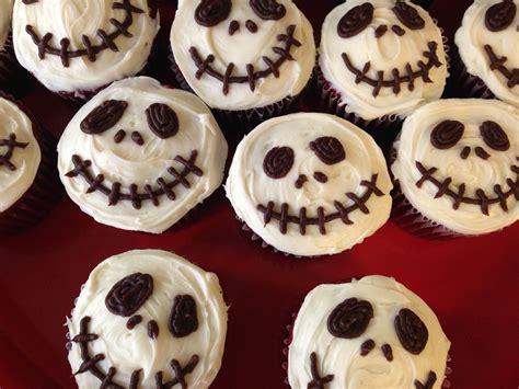 Halloween Muffins als Totenkopf verzieren (Nightmare