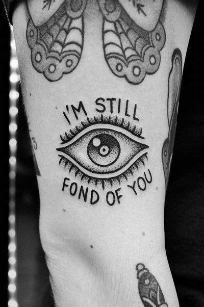 White fot in pupil of triangle eye Follow @lizzilelizard | Morrissey tattoo, Square tattoo, Cute