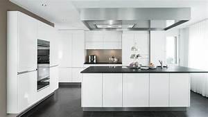 Moderne Küche Mit Kochinsel Holz : k chen rolf schubiger ~ Bigdaddyawards.com Haus und Dekorationen